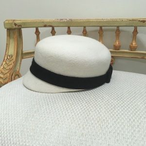 Kate spade cream black bow wool hat like new